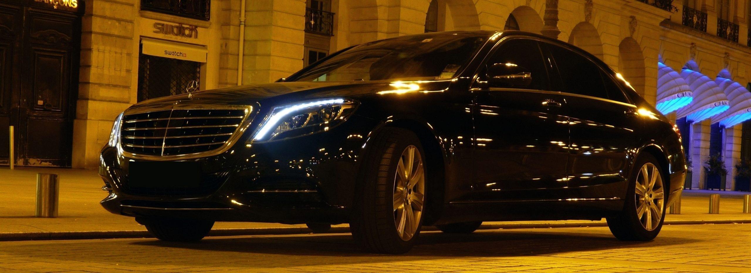 La limusina Mercedes-Benz Clase S es el punto de referencia para los viajeros de negocios que desean beneficiarse de un servicio de automóvil con chofer.