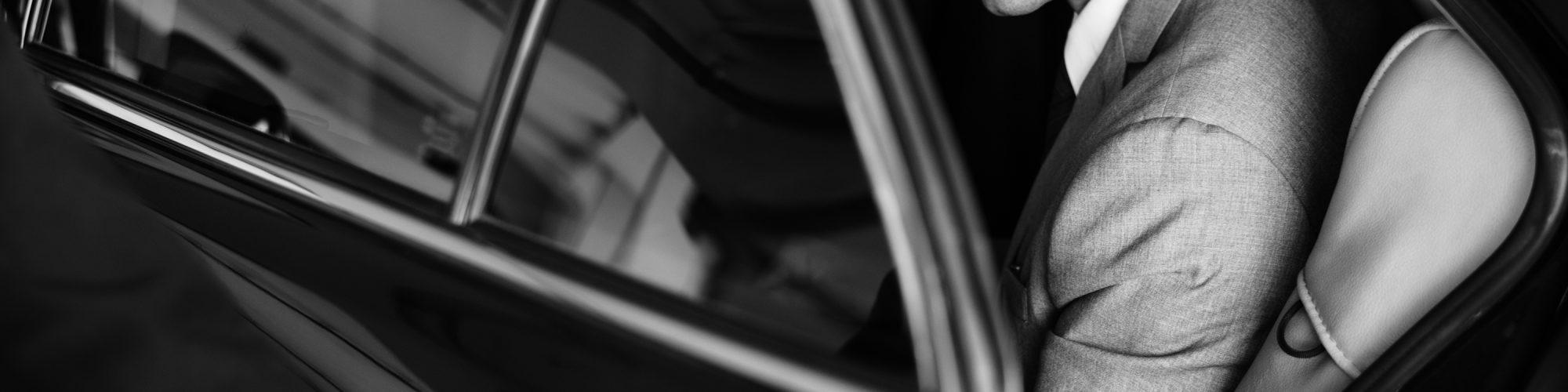FCLS propose des solutions de transport premium et écologique en voiture avec chauffeur pour des voyageurs d'affaires internationaux.
